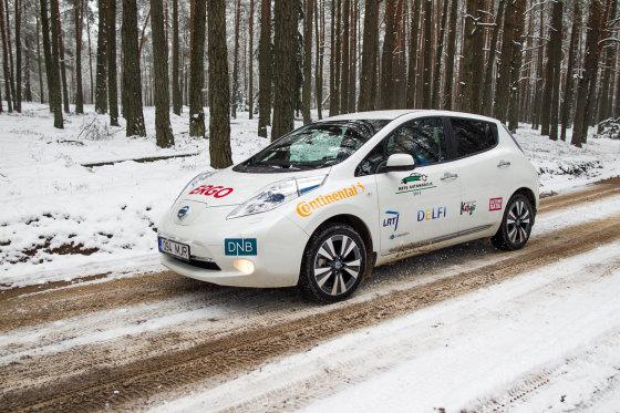 """Šaltuoju metų laiku su """"Nissan Leaf"""" nuvažiuota per 1000 kilometrų. Tam reikalinga elektros energija kainavo maždaug 80-90 litų"""