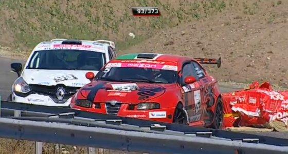"Kadras iš Delfi.lt/""Renault Clio RS"" ir ""Alfa Romeo GT"" avarija"