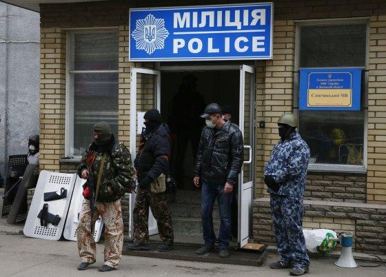 """""""Reuters""""/""""Scanpix"""" nuotr./Neramumai rytų Ukrainoje 2014 m. balandžio 12 d."""
