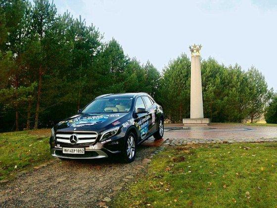 """""""Mercedesu"""" iš Vokietijos į Indiją išsiruošę žurnalistai aplankė Lietuvą"""