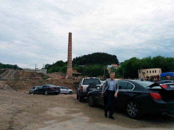 Jurgitos Lapienytės nuotr./Arvydas Avulis atvažiavo sprogdinti kamino