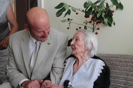 Liudvika Juodienė su Seimo nariu Algiu Strelčiūnu