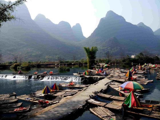 Emilijos Bruzgytės nuotr./Bambukinės valtelės Yangshuo
