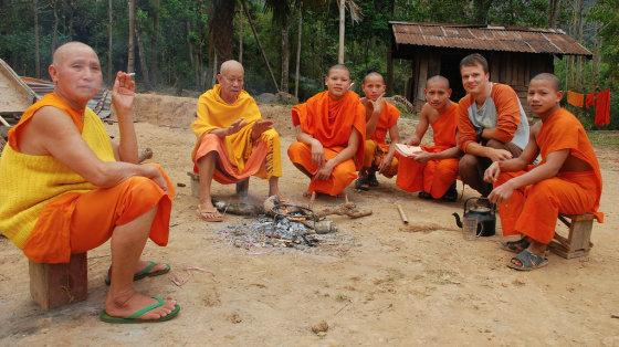 Tomo Baranausko nuotr./Draugiški budistų vienuoliai, su kuriais vakarodavome prie laužo