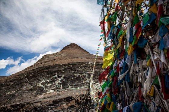 Be sienų nuotr./Maldos vėliavėlės Himalajuose