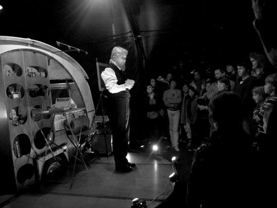 """Menų spaustuvės archyvo nuotr./""""Circo Aereo"""", Janis Nuutinenas"""