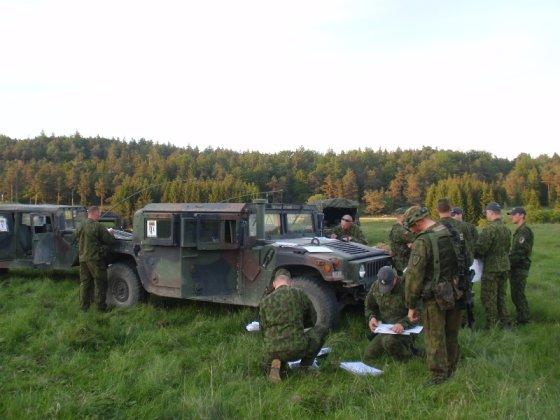 Vyr. ltn. Pauliaus Venclovo nuotr./Algirdo bataliono kariai balsuoja pratybų Vokietijoje metu.