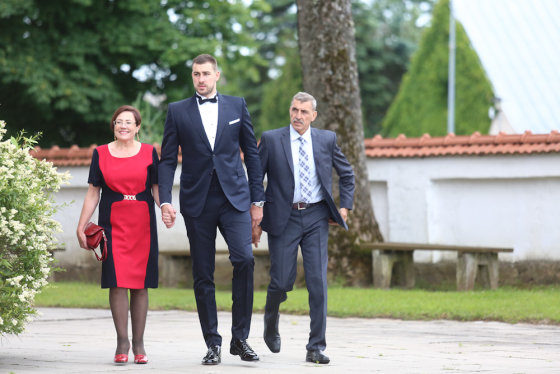 Luko Balandžio/Žmonės.lt nuotr./Jonas Valančiūnas su tėvais