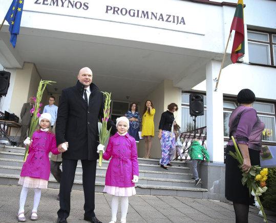 Viganto Ovadnevo/Žmonės.lt nuotr./Kristupas Krivickas su dukromis