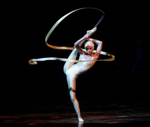 "Gretos Skaraitienės/Žmonės.lt nuotr./ ""Cirque du Soleil"" pasirodymo ""Alegria"" akimirka"