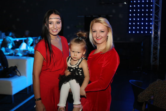 Teodoro Biliūno/Žmonės.lt nuotr./Viktorija Mauručaitė su dukromis Gabriele ir Angela