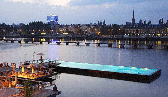 """""""Badeschiff"""" baseinas Berlyne"""
