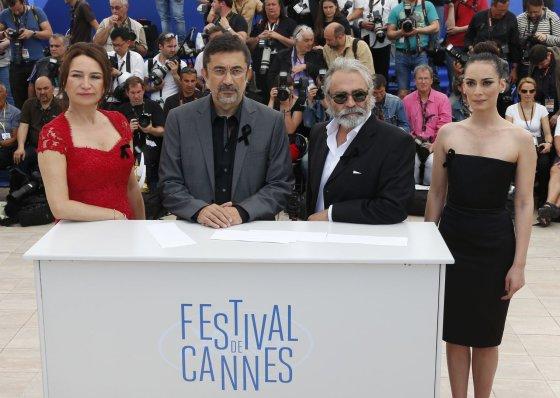 """""""Reuters""""/""""Scanpix"""" nuotr./Nuri Bilge Ceylanas (antras iš kairės) kartu su """"Žiemos sapno"""" komanda"""