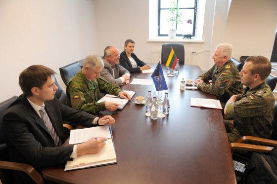 Pasitarimas Krašto apsaugos ministerijoje