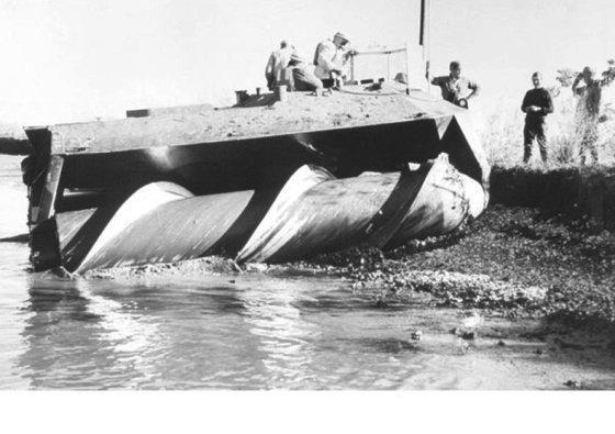 JAV armijos nuotr/Amfibija gali pasiekti įspūdingą 15,7 mazgus siekiantį greitį vandenyje, o pelkėtose vietovėse net 25 Courtesy of U.S. Army