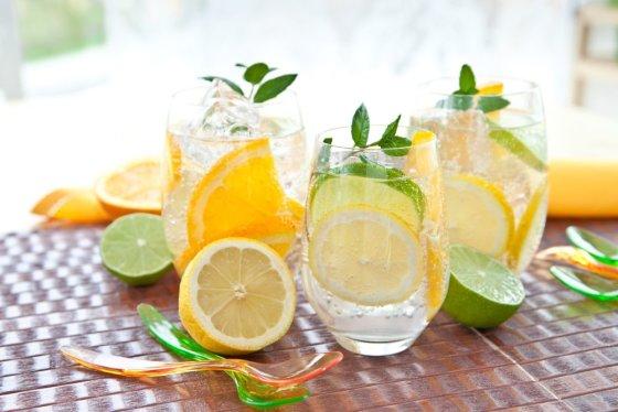 Fotolia nuotr./Žaliosios arbatos limonadas