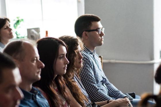 KTU studentai diskutuoja apie sėkmę su Nepriklausomybės akto signatare Nijole Oželyte. KTU archyvo nuotr.