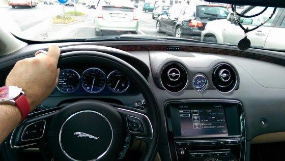 """""""Facebook"""" nuotr./Egmontas Bžeskas naująjame savo automobilyje"""