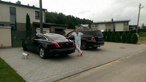 """""""Facebook"""" nuotr./Egmontas Bžeskas prie naujojo savo automobilio"""