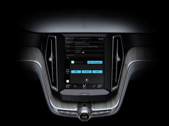 """""""Volvo"""" nuotr./""""Apple CarPlay"""" paslauga"""