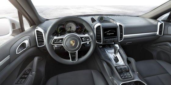 """""""Porsche"""" nuotr./""""Porsche Cayenne"""""""