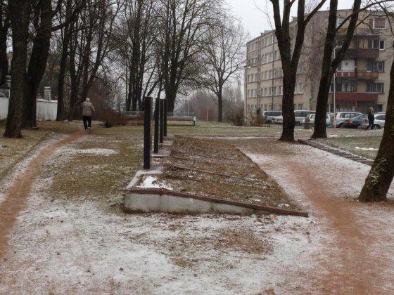Šiauliuose keliamas klausimas dėl sovietinių karių kapų iškėlimo iš katedros patvorio