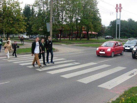 Kauno apskrities VPK nuotr./Prie šios perėjos sustabdytas dideliu greičiu važiavęs BMW