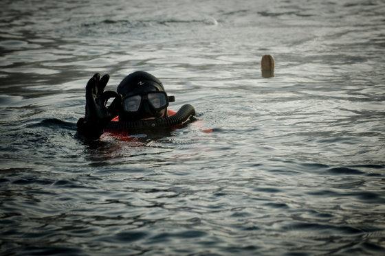 Karinių jūrų pajėgų povandeninių veiksmų komandos nuotr./Naras