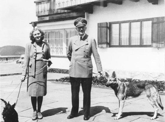 Wikimedia Commons nuotr./Eva Braun su Adolfu Hitleriu