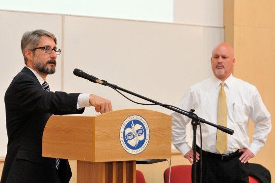 Alekso Jauniaus (VGTU) nuotr. /JAV aplinkosaugos ekspertai Kurtas Klapowskis (kairėje) ir Scottas Perry surengė paskaitą VGTU.