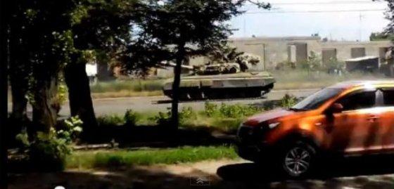 youtube.com nuotr./Ukrainoje pastebėti tankai su Rusijos vėliavomis