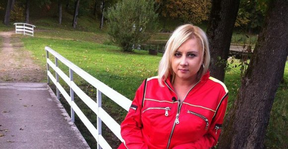 """Įsižeidusi """"gelbėtoja"""" Sandra Žutautienė stojo ginti Agnės Jagelavičiūtės išpeikto """"TV pagalbos"""" klipo"""