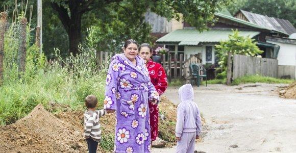 Vilniaus romams vietoj taboro ir narkotikų Kirtimuose ketinama siūlyti naują kaimą ir arklius