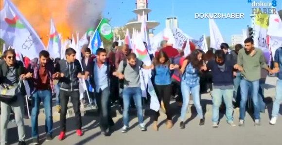 """Kas surengė teroro išpuolį Turkijoje – """"Islamo valstybė"""" ar kurdų ekstremistai?"""