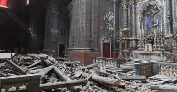 Centrinę Italiją sukrėtė stiprus žemės drebėjimas: žmonės įstrigo griuvėsiuose