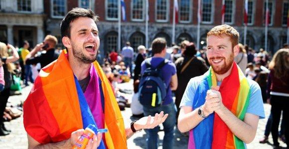 Referendume Airijos piliečiai pritarė tos pačios lyties porų santuokoms
