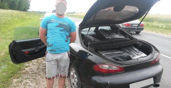"""Baltarusis šoko iš """"Hyundai"""": nuo pasieniečių spruko ne tik pėsčias, bet ir basas"""