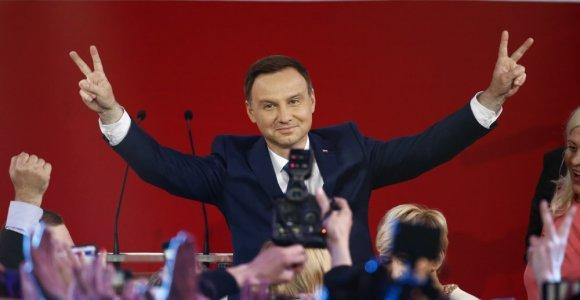 Lenkijos prezidento rinkimus laimėjo opozicijos kandidatas Andrzejus Duda