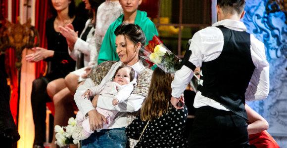 """Vytautą Mackonį """"Šokių ant ledo"""" finale sveikino žmona Natalija su dukrele Penelope"""
