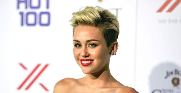 """Provokuojantys Miley Cyrus kostiumai: """"už"""" ar """"prieš""""?"""