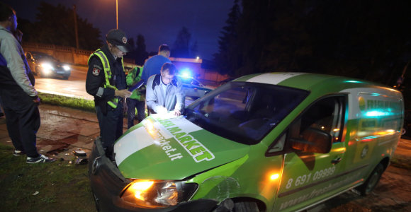 "Vilniuje – taksi ir ""Fresh Market"" automobilių kaktomuša"