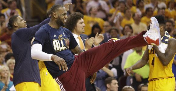 """LeBronas Jamesas su """"Cavaliers"""" žengė į NBA finalą"""