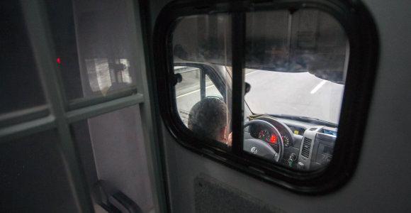 Šiauliečiai bendradarbiai sumuštą ir pagrobtą ukrainietį šaldytuve gabeno į Lenkiją