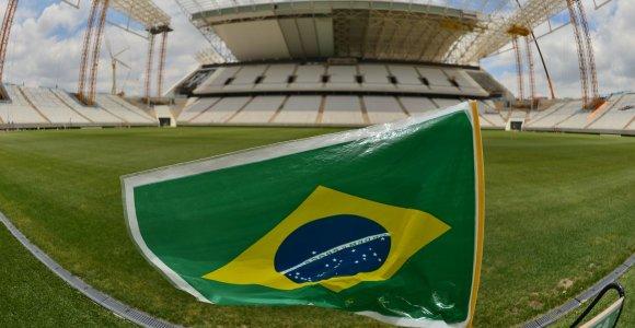 Po pasaulio čempionato FIFA skaičiuoja milijardinį pelną, Brazilija negali išlaikyti stadionų