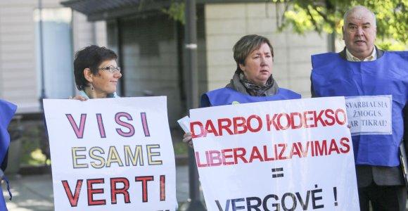 Prieš rinkimus Vyriausybė pasirengusi išdalinti per 350 mln. eurų, pensijas kasmet didinti 6 proc.