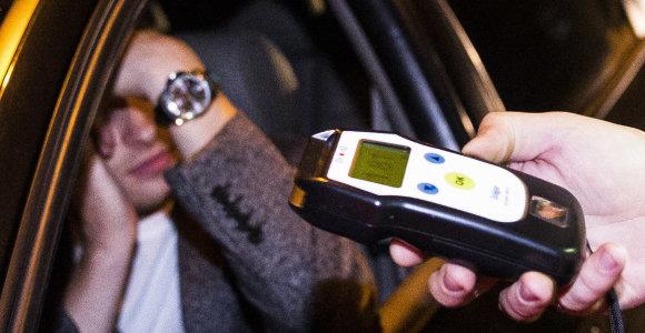 Iš rankų išsprūdęs girtas vairuotojas kitą dieną patruliui įkliuvo jau po darbo valandų
