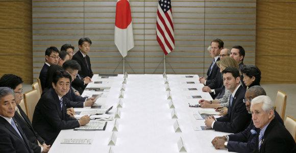 Laisvosios prekybos sutarčiai tarp Japonijos ir JAV koją kiša ryžiai ir automobiliai