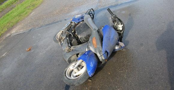 """Šiauliuose """"Audi 100"""" rėžėsi į mopedą: nukentėjo 17-metis"""
