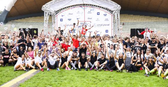 """Badmintono turnyrą """"Vilniaus plunksna"""" antrus metus laimėjo """"Mados infekcijos"""" komanda"""