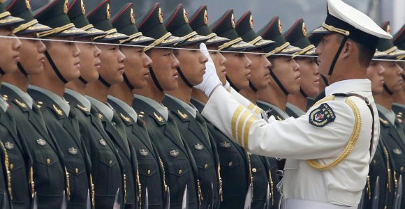 Kinija didina savo karinį biudžetą iškart net dešimtadaliu